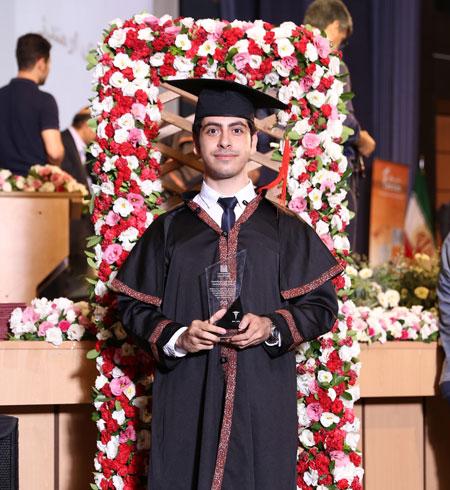 روح الله ابوالحسنی فارغ التحصیل پزشکی از دانشگاه تهران